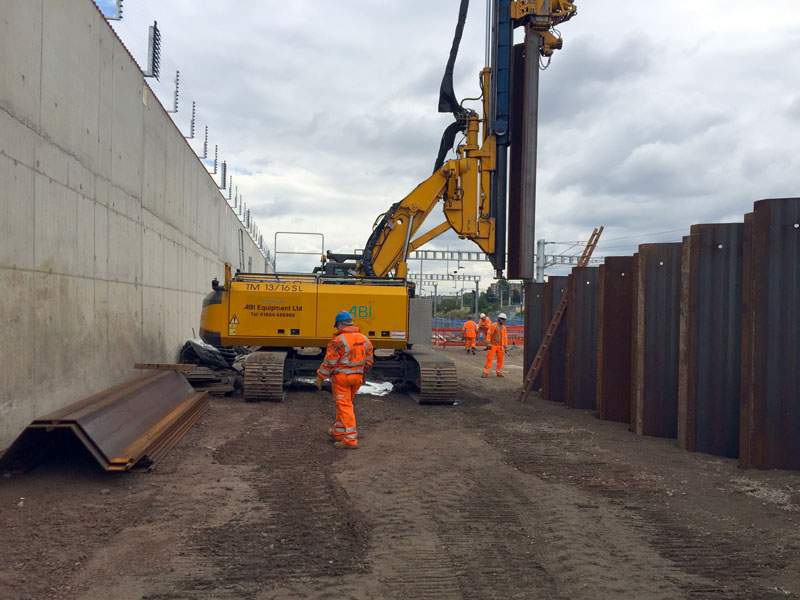 Telescopic leader rig building retaining wall next to railway at Old Oak Common Approach
