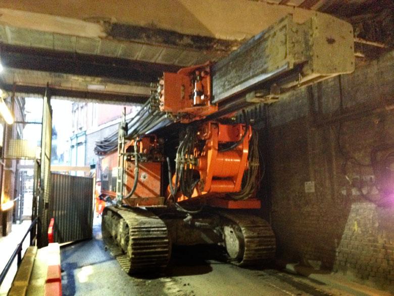 Telescopic leader rig under bridge at Farringdon Station