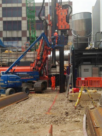 Telescopic leader rig at Farringdon Station