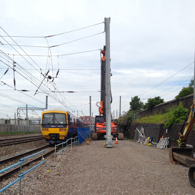 Inserting steel piling while train services continue at Old Oak Common Paddington Approach